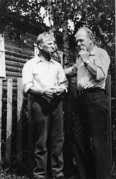 Мой тесть - Михаил Иванович - в гостях у брата. Череповецкий район, 1984 г. Фото из архива автора