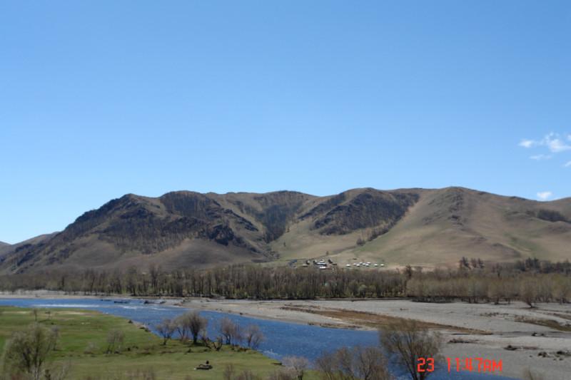 С речками (как и вообще с водой) в здешних местах полный порядок. Монголы своего счастья не понимают, поэтому ни плавать, ни ловить рыбу, в большинстве своем, не умеют.