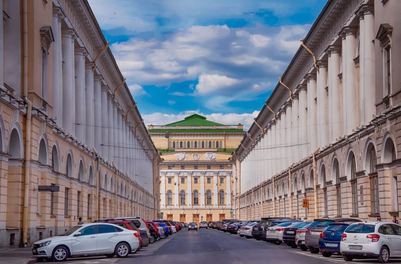 """Ничего себе """"задний"""" фасад! Слева-ь  балетное училище Вагановой."""