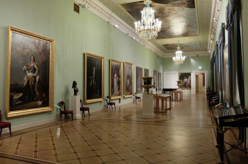 Те самые портреты Романовых.