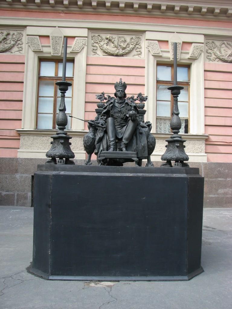 На месте родственников Павла Петровича я бы в суд подал за оскорбительные намеки.