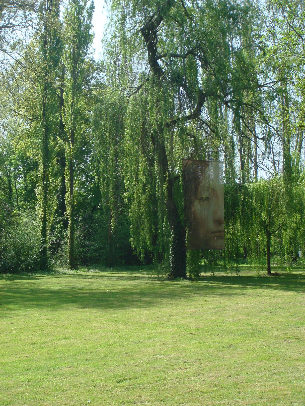 Кусочек парка у дома Леонардо.
