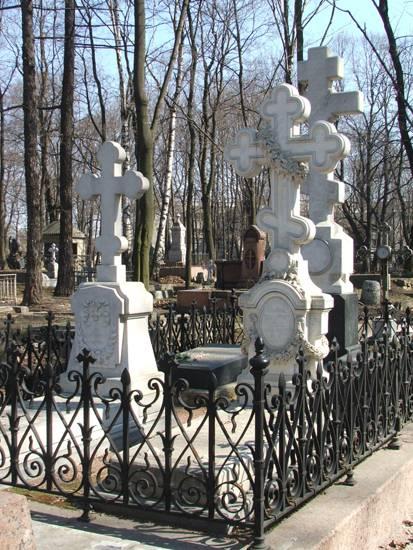 В отличии от Николая Александровича Тютчев был не карточным игроком и делягой, а высокопоставленным цензором и увлекающимся безбашенным бабником. Что много симпатичнее, не правда ли?