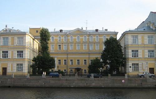 Бывший особняк княгини Зубовой на Фонтанке 148. При советсткой власти здесь была больница им. Урицкого, сейчас Центр старости и хоспис.