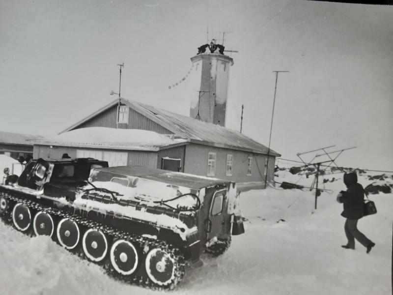 На переднем плане наш кадиллак- ГАЗ-71.