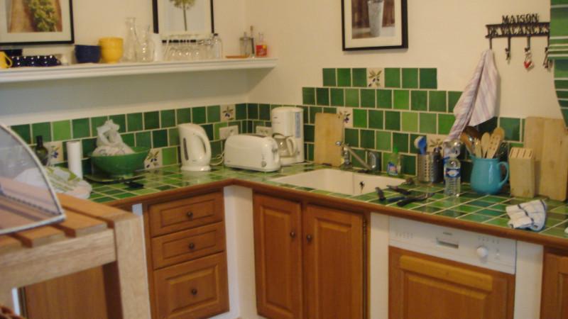 Кусочек кухни. Полный состав - Гостиная+столовая+кухня+4 спальни (одна из них детская). Ну и бассейн.