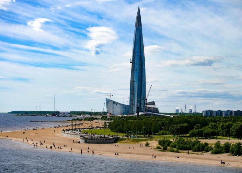 Парк и Башня. Фото двухлетнее, башня еще не достроена .На переднем плане парк-до башни примерно три километра зелени и пляжа.