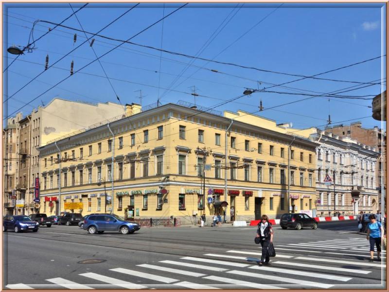 Вот если смотреть на желтенький домик справа, то это Кирочная (б. Салтыкова-Щедрина) 2, а если тот же дом слева- Литейный 18. А по сути это бывшее Дирекция военных поселений под управлением Аракчеева. Великий был человек, кстати.