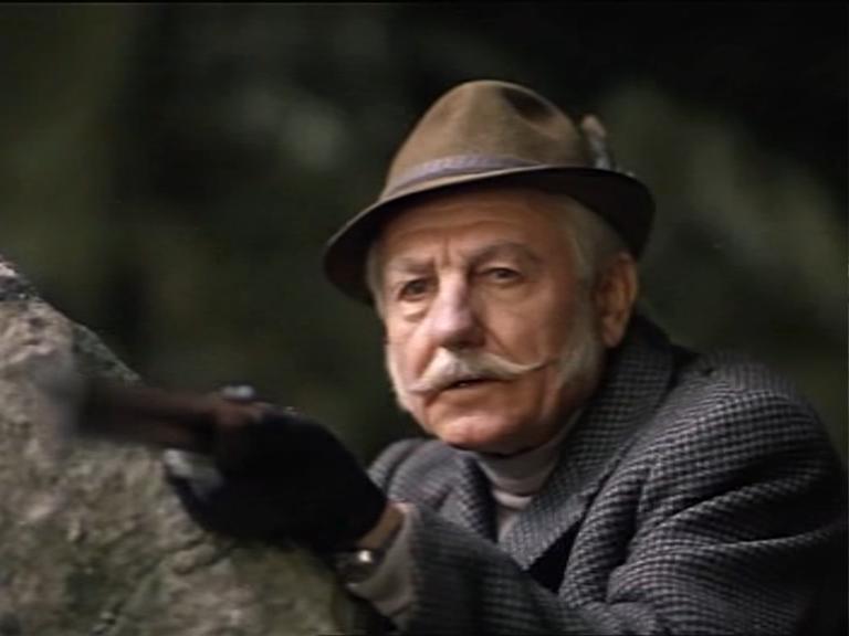 А в это время мистер Холмс борется с профессорам Мориарти на краю Рейхенбахского водопада.
