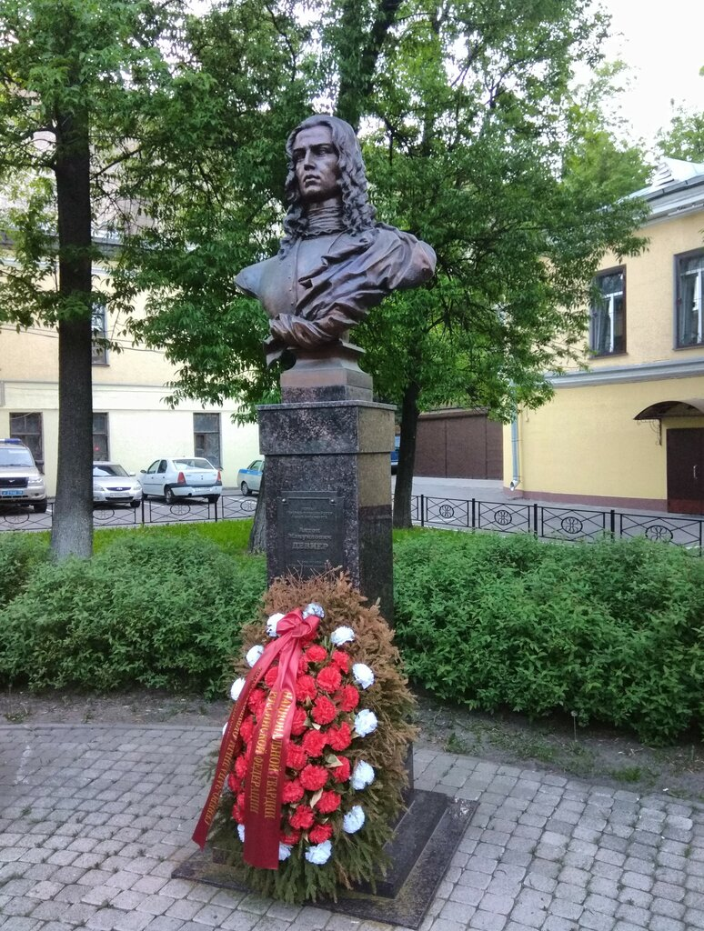 Угол Звенигородской и Марата. Симпатяга!