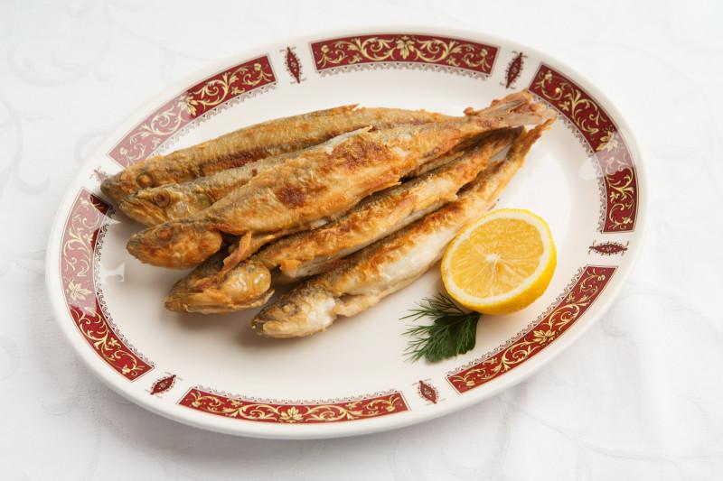 Картинка реальная. Именно на этом блюде я рыбьи головы и считал.