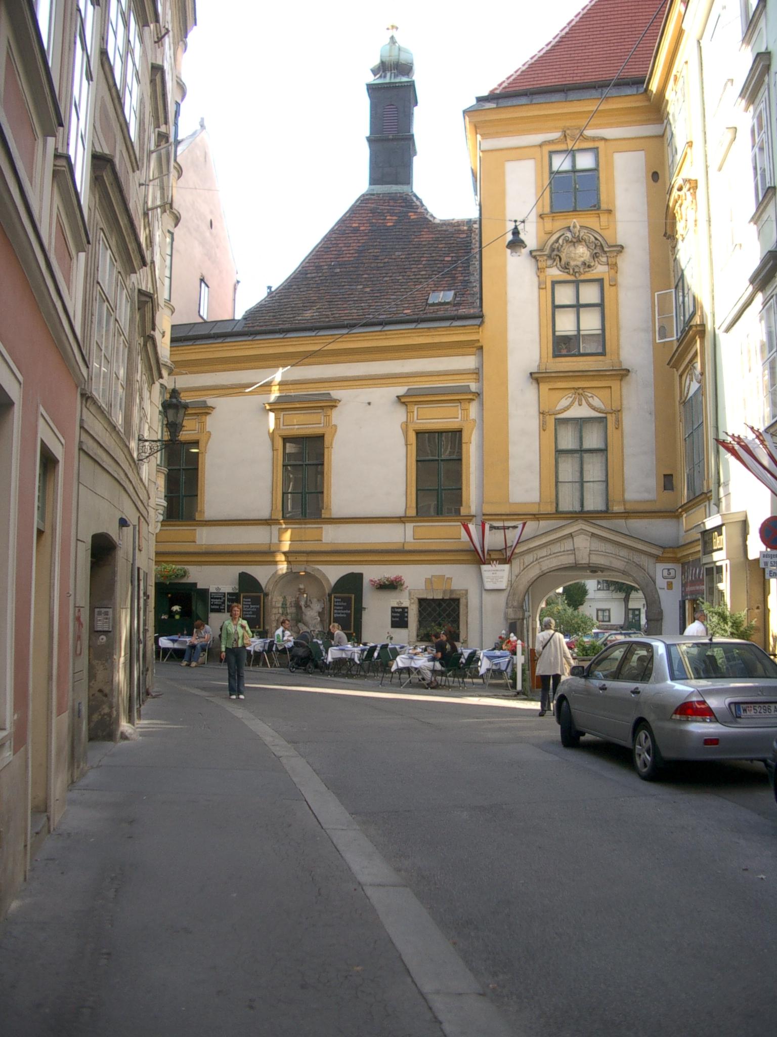 Может здесь и не Таллин, а скорее Вильнюс, но все равно Вена прекрасна и уютна.