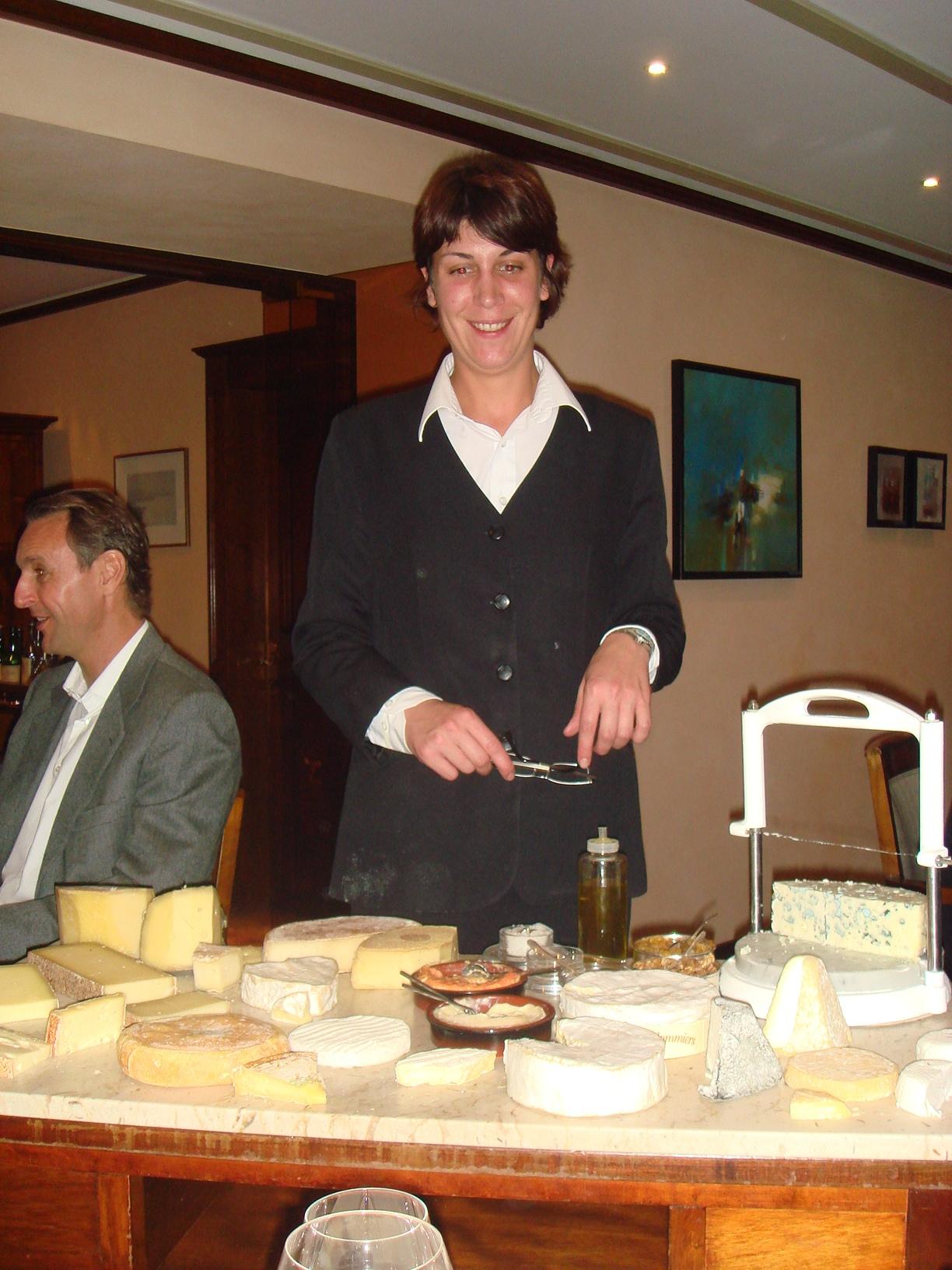 Десерт принесли! И типичная швейцарская девушка.