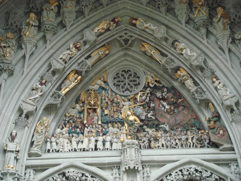 Бернский кафедральный собор. 15-ый век. Портал над главным входом из более чем двухсот фигур!