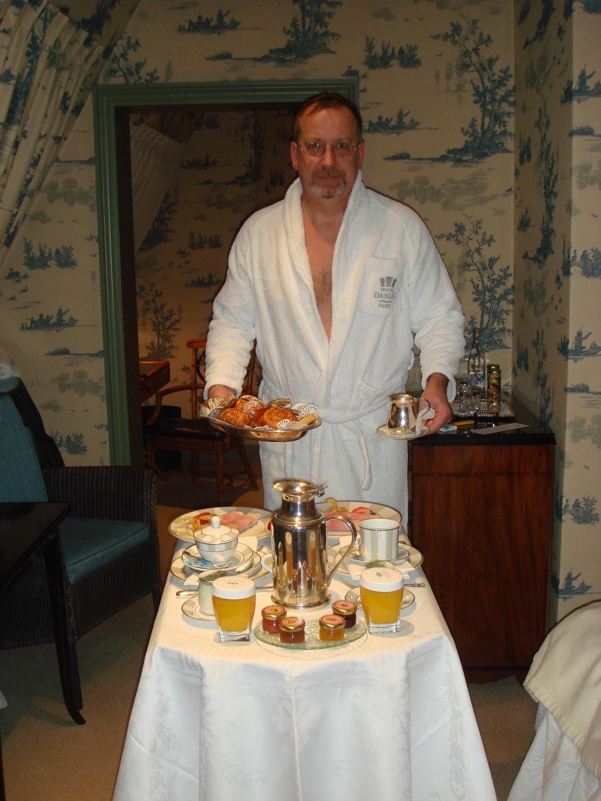 На утро я был счастливым обладателем двух роскошных завтраков, более претендентов не нашлось.
