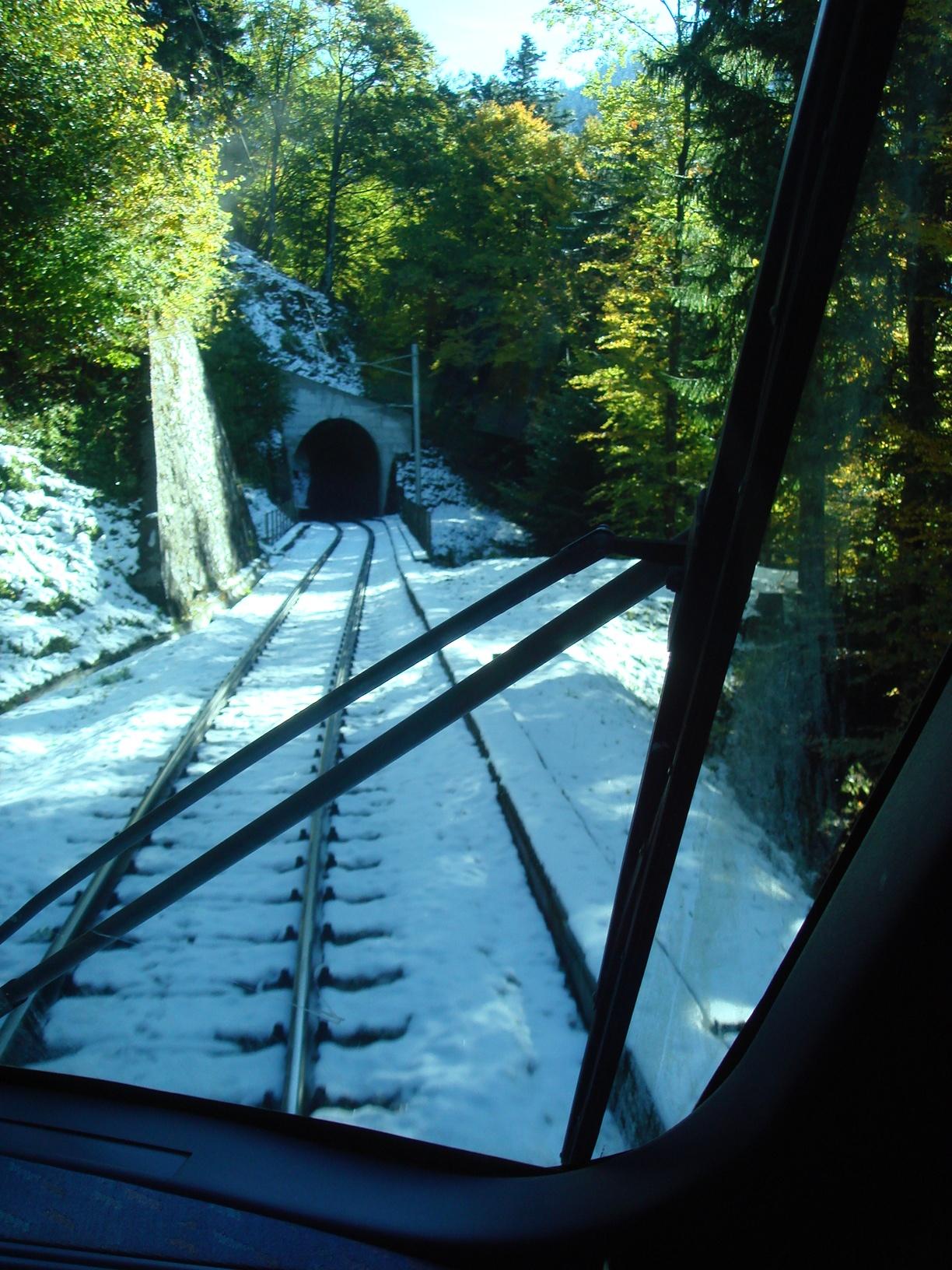 Наверху снег и туннели.