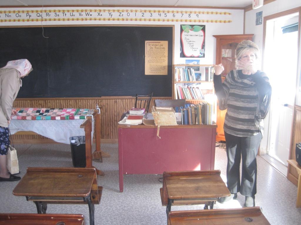 Класс в школе амишей.Дизайн 19 века
