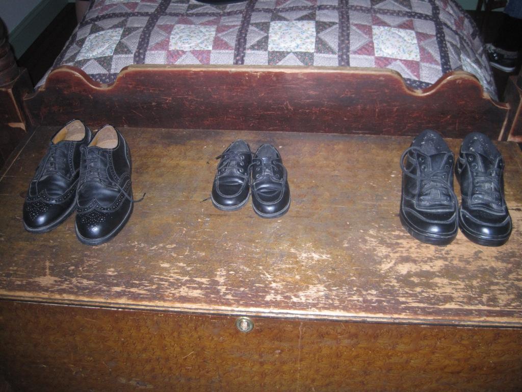 Мужская обувь установленного цвета