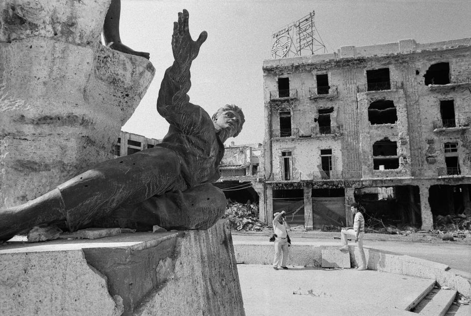 Abbas LEBANON. Beirut. The famous Monument to the Martyrs, riddled with bullets holes and rocket shrapnels during the civil war. 1982.