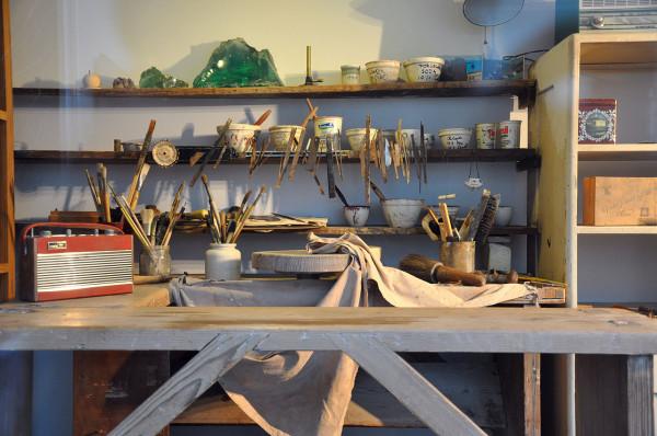 1280px-Potter's_workshop_VA