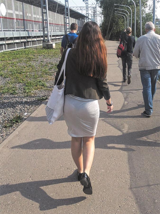 Девушки в просвечивающих юбках подсмотренные фото частные — 12
