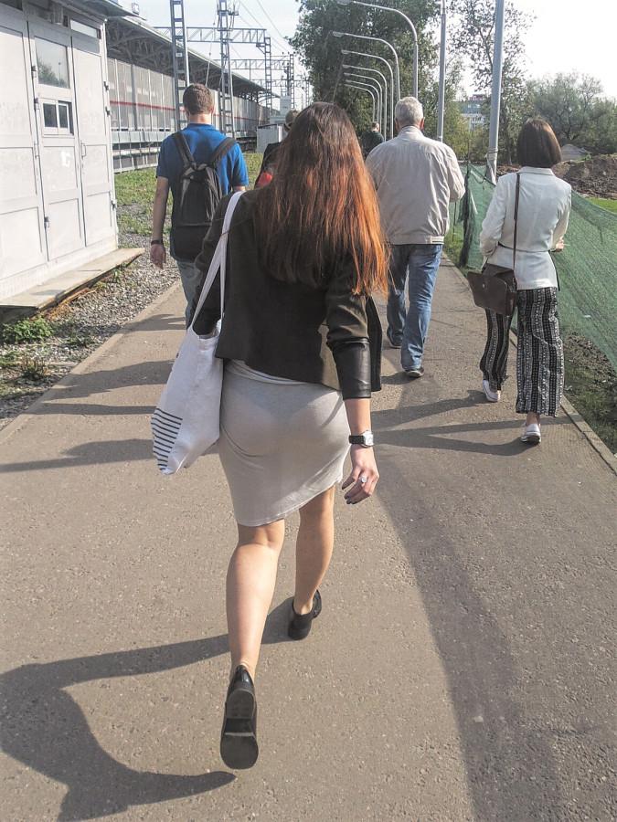 поднялся юбка прозрачная на улице видео заработанный аппетит