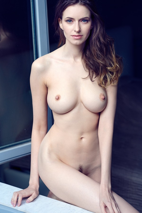 Раздеваем Майю (18+)