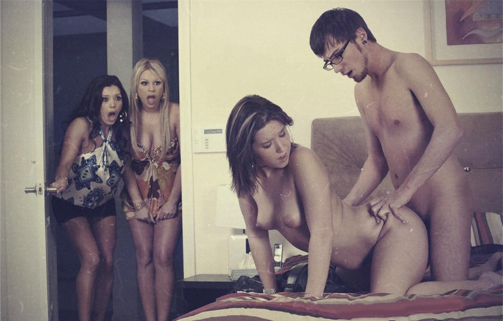 Смотреть любительское застукали во время секса 2 фотография