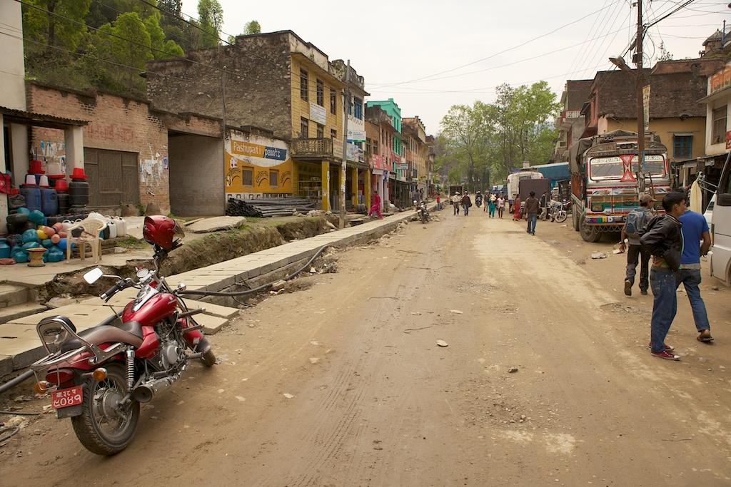 День 2, 28 Марта 2011, 9:18 - на автобусе из Катманду в Дунче (Dhunche)
