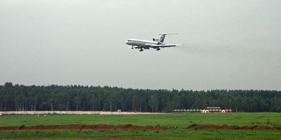 Ту-154 идет на посадку