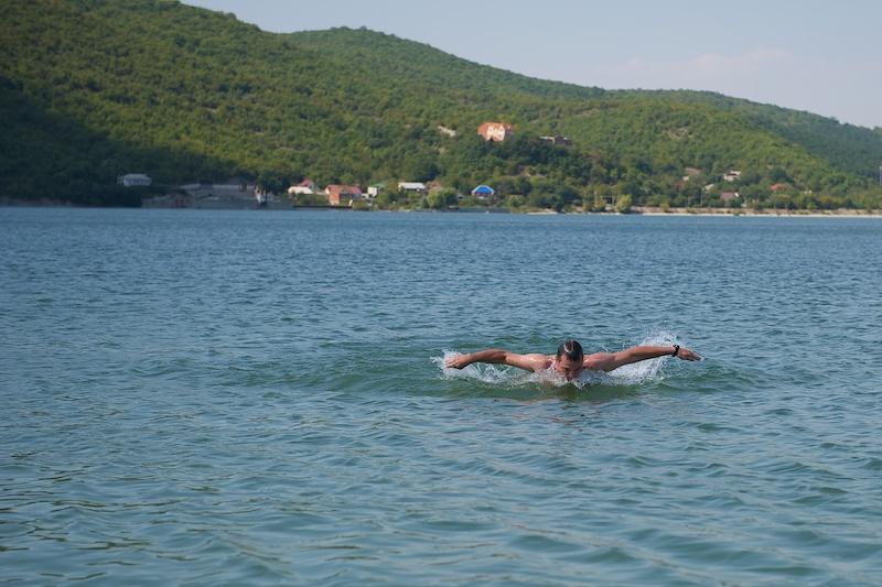 Плавание как бы батерфляем