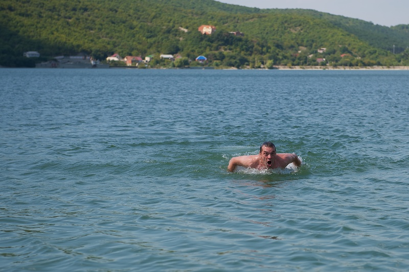 Плавание как бы батерфляем-дельфином