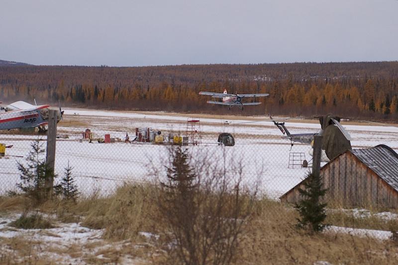 Взлетает один из Ан-2