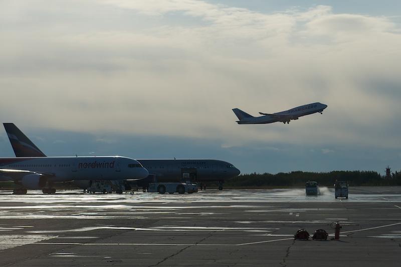 Боинг 747 взлетает
