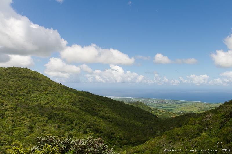 Вид на побережье с нагорья в центральной части острова