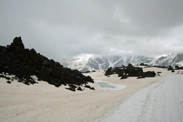Скалы, снег и вода
