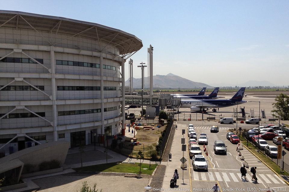 Аэропорт Сантьяго - разгар лета, солнце, жара