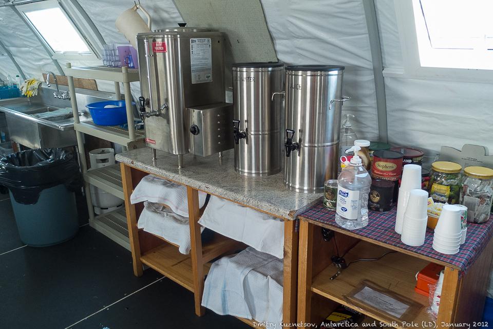 Титаны с горячей водой, чаи, кофе, какао, сухое молоко