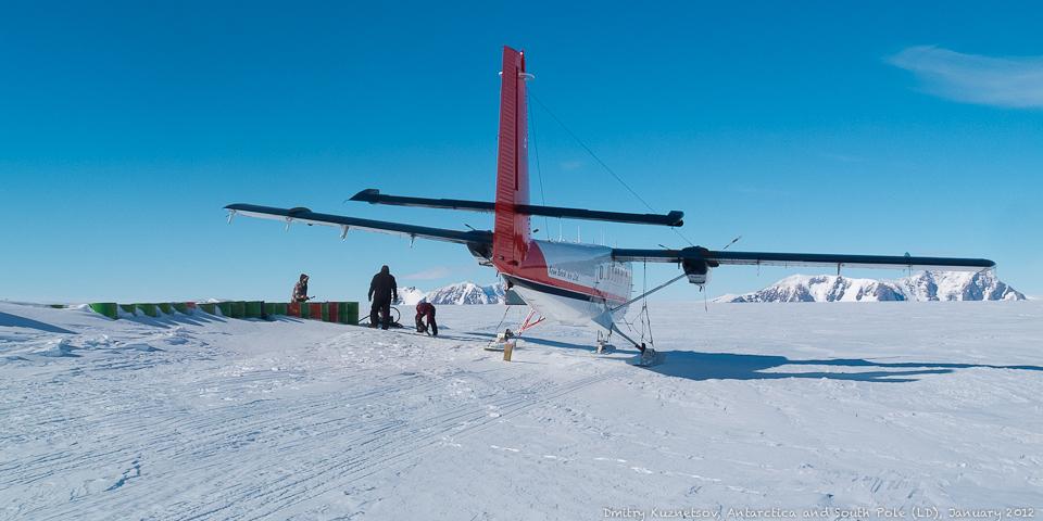 Остановились на заправку где-то между Полюсом и Union Glacier Camp
