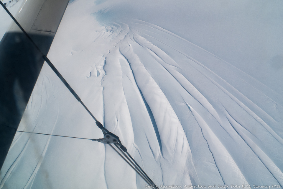 Изгиб ледника - трещины