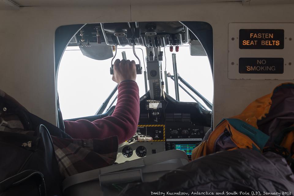 Моника, наш пилот, идет на посадку