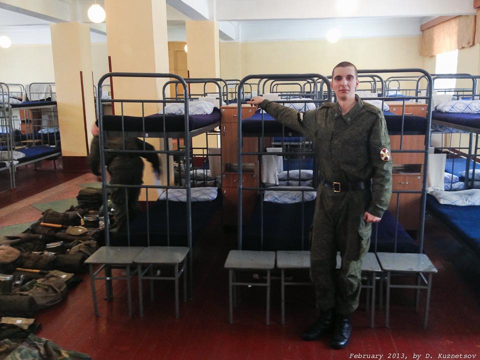 Игорь у своей койки (сверху)
