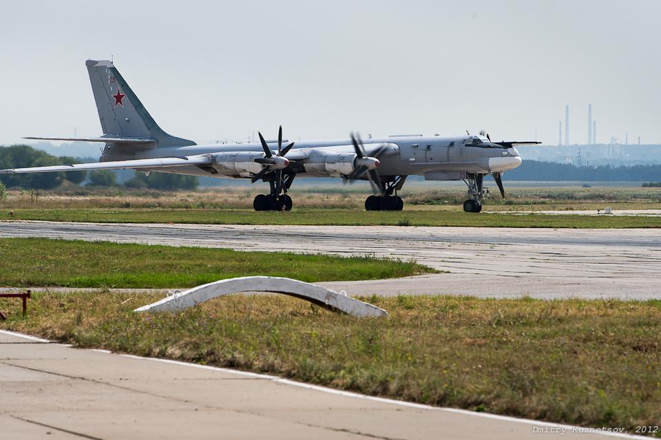 Ту-95 идет на взлет