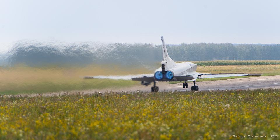 Турбореактивные двигатели НК-25 во взлетном режиме