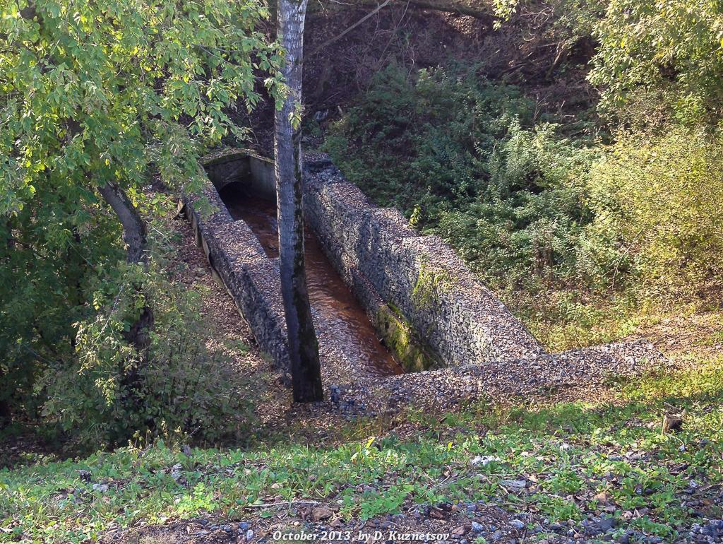 Речка Будайка (предположительно) в каменных берегах