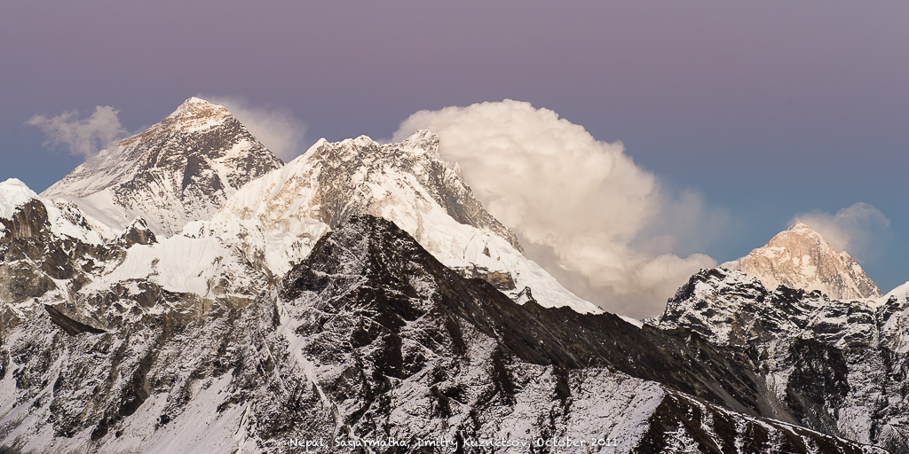 Эверест, Нупцзе и Макалу -- вид с Гокио-Ри