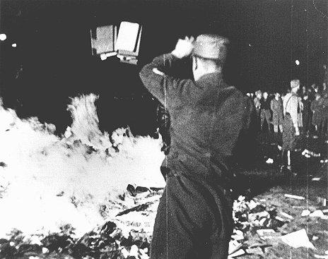 Пожигайло книг