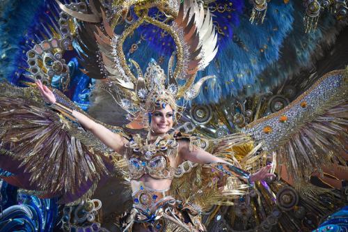 По всем странам одновременно идут карнавалы. Когда то мы были единым миром