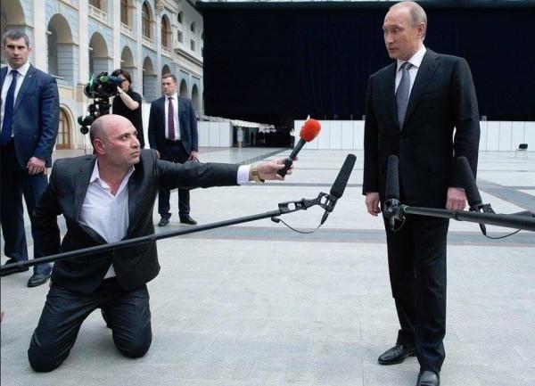 """Активистов, пожелавших Путину в день рождения """"долгих лет тюрьмы"""", арестовали на 10-15 суток - Цензор.НЕТ 6015"""