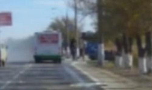 2 с первыми из автобуса вылазит один